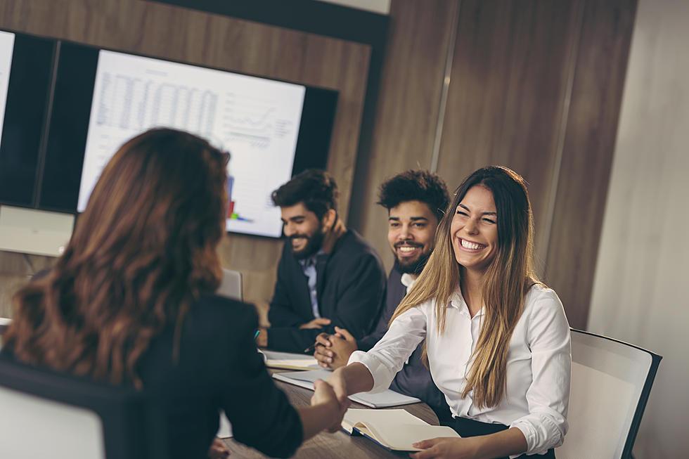 Nên tìm hiểu về công ty nhân sự trước khi bắt đầu ngồi xuống và nói chuyện - BPO Solution khuyên