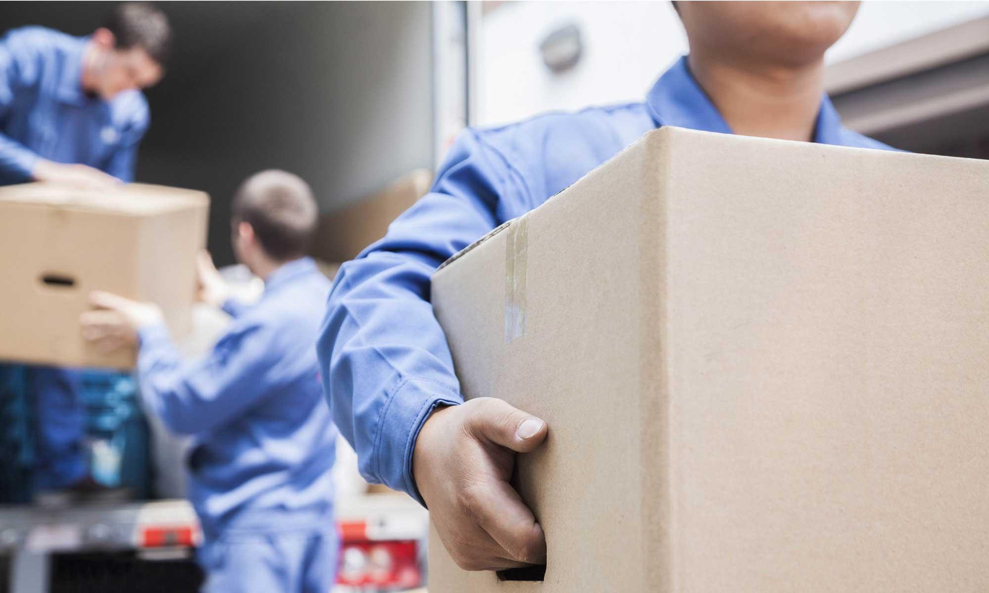 Nhân viên luôn được hướng dẫn vận chuyển hàng hoá cẩn thận, nhẹ nhàng